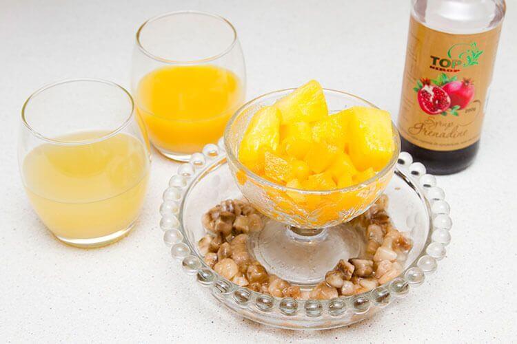 прохлаждающий коктейль из замороженных ягод и фруктов ингредиенты фото