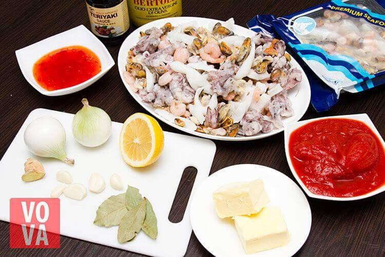 Ингредиенты для морского коктейля с томатами картинка