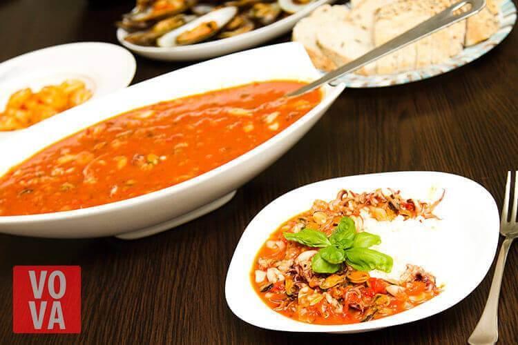Морской коктейль с рисом и суп с морским коктейлем картинка