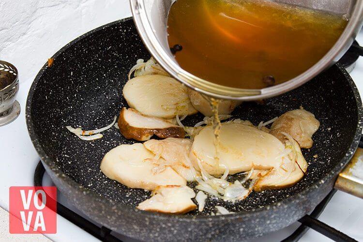 Тушение грибов в бульоне