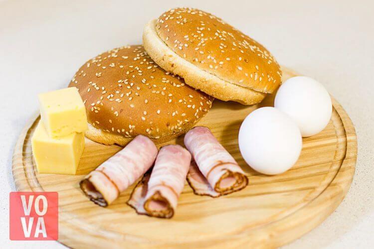 Ингредиенты для булочек с беконом и яйцом