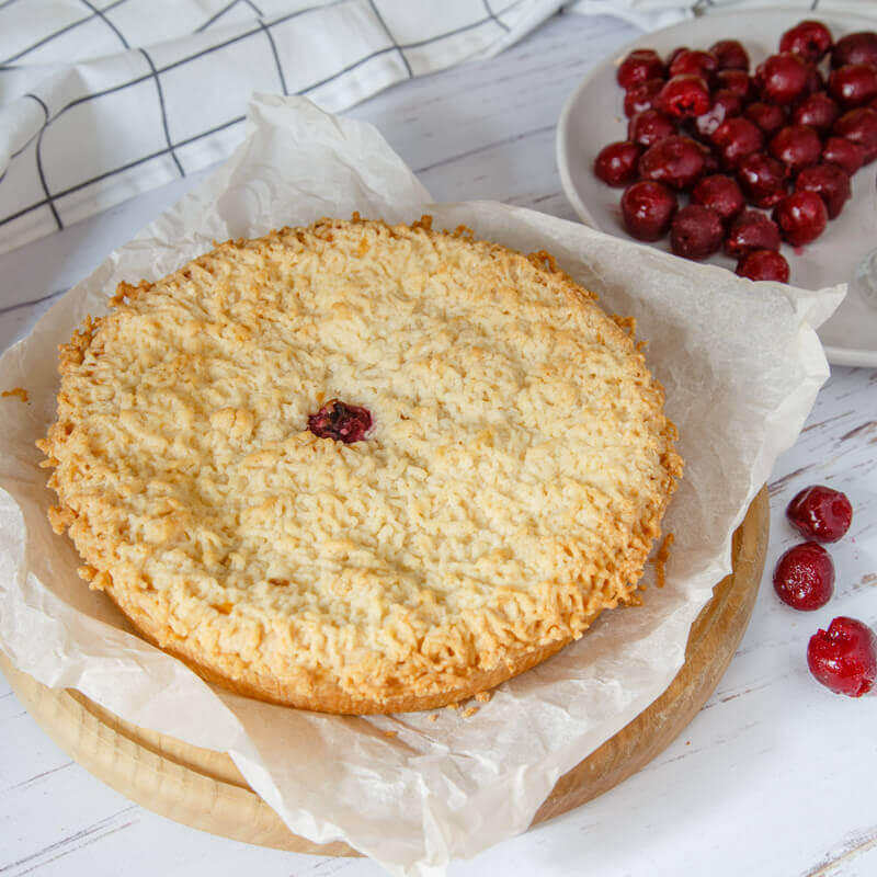 пирог с сыром рикотта и вишней целый
